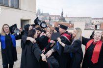 О торжественном вручении дипломов выпускникам Лары и Пронина в Праге